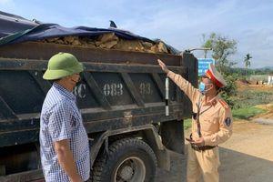 Hà Tĩnh: Công an huyện Can Lộc quyết liệt xử lý xe quá khổ, quá tải