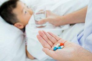 Trẻ sốt mọc răng uống thuốc gì? Những lưu ý mà cha mẹ cần biết!