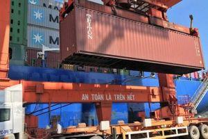 Tăng nặng mức phạt hành vi xếp hàng quá tải tại cảng biển