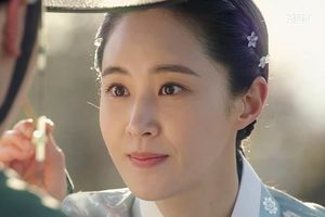 Yuri (SNSN) hóa 'nữ thần cổ trang' - visual đỉnh cao đẹp hút hồn khiến fan 'sang chấn tâm lý'
