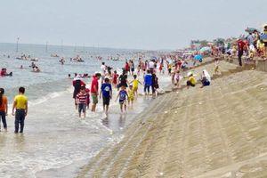 Vụ 3 học sinh bị sóng cuốn mất tích ở biển Nam Định: Tìm thấy thi thể 1 nạn nhân cách hiện trường 3km