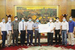 Hội đồng hương, CLB các nhà khoa học Bắc Giang tại Hà Nội và DN ủng hộ phòng, chống dịch