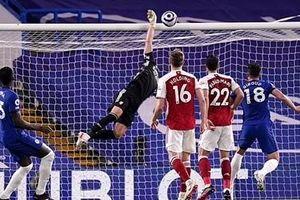 Thua sốc Arsenal, Chelsea làm nóng cuộc đua vào top 4