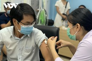 'Vaccine là vũ khí lợi hại, là biện pháp phòng COVID-19 bền vững nhất'
