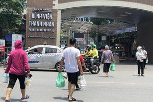 Cửa hàng ăn uống quanh bệnh viện ở Hà Nội chỉ bán mang về