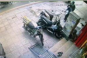 Tài xế công nghệ lao xe máy vào kẻ trộm xe SH ở TP.HCM