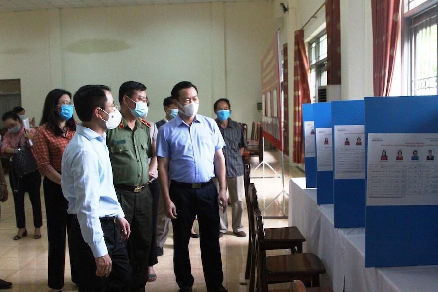 Kiểm tra công tác chuẩn bị bầu cử và phòng, chống dịch tại quận Cầu Giấy