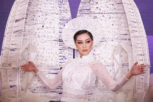Phần thi trang phục truyền thống của Khánh Vân ở Miss Universe
