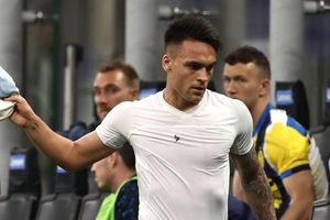 Martinez và HLV Conte chấm dứt mâu thuẫn