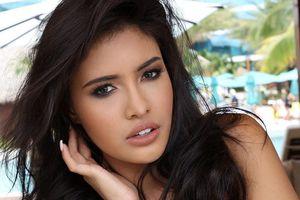 Người đẹp Philippines khóc xin lỗi sau phần thi trang phục dân tộc