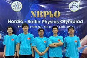 4 học sinh THPT chuyên Hà Nội- Amsterdam ghi danh tại kỳ thi Olympic Vật lý Bắc Âu - Baltic