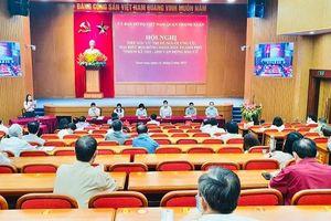 Trưởng Ban Tuyên giáo Thành ủy Bùi Huyền Mai và các ứng viên đại biểu HĐND TP khóa XVI tiếp xúc cử tri quận Thanh Xuân