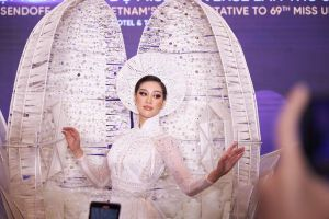 Cận cảnh màn xử lý sự cố của người đẹp Việt Nam trong phần thi trang phục dân tộc tại Hoa hậu Hoàn vũ 2021