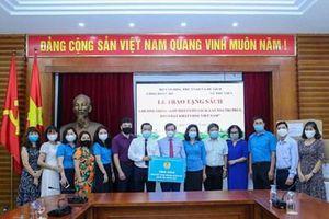 Công đoàn Bộ Văn hóa, Thể thao và Du lịch trao tặng sách