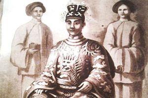 Vì sao phụ nữ bị cấm mặc váy dưới thời vua Minh Mạng?