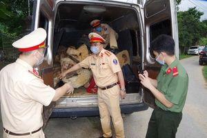 Cảnh sát giao thông truy đuổi nhóm đối tượng vận chuyển gỗ quý hiếm