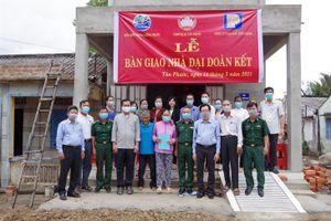 BĐBP Tiền Giang bàn giao nhà 'Đại đoàn kết' cho hộ gia đình đặc biệt khó khăn