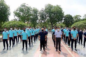 HLV Park Hang - seo và Đội tuyển Quốc gia dâng hương tưởng niệm các Anh hùng liệt sĩ