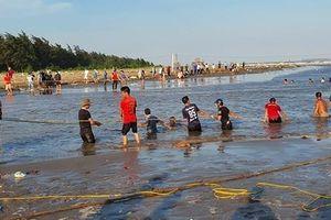 Tìm thấy thi thể cuối cùng bị sóng biển cuốn mất tích ở Nam Định