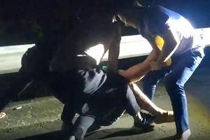 Cận cảnh công an nổ súng, truy đuổi đối tượng buôn ma túy trong đêm