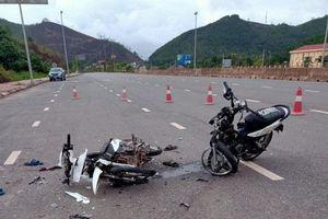 Hai xe máy đối đầu, 3 người thương vong