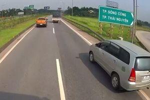 Không biết đường, nữ tài xế thản nhiên chạy ô tô lùi trên cao tốc, bị tước GPLX