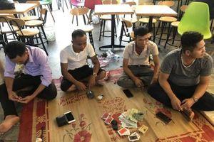 Quảng Bình: Bắt quả tang nhóm đối tượng đánh bạc giữa mùa dịch