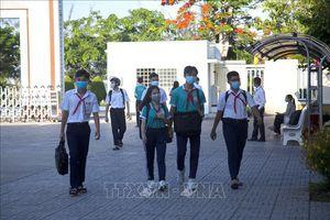 Cà Mau, Long An cho học sinh tạm dừng đến trường để phòng, chống dịch