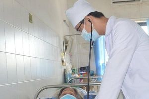 12 ngày nỗ lực cứu sống cụ bà gần 80 tuổi ngưng tim