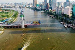 Cầu Thủ Thiêm 2 thi công dầm cầu chính, tàu thuyền bị hạn chế qua lại