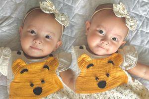 Hồ Ngọc Hà khoe ảnh bé Lisa mặc đầm vàng, lại còn biết cười duyên khiến ai cũng lịm tim