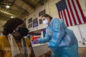 Dịch COVID-19: Mỹ nới lỏng hạn chế đối với người đã tiêm phòng