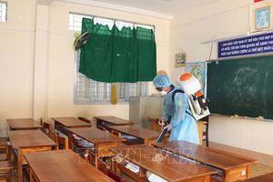 Cà Mau, Long An: Học sinh dừng đến trường để phòng chống dịch Covid-19