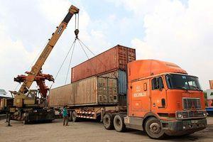 Thực hiện nhiều quy định bắt buộc khi vận chuyển hàng đến vùng dịch