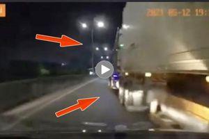 Tài xế Container đi ẩu, ép xe ô tô con gẫy gương phóng nhanh bỏ chạy