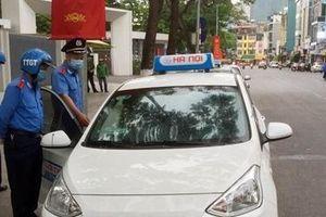 Phạt lái xe taxi ép giá du khách nước ngoài
