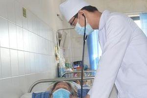 Cụ bà U80 ngưng tim từ tuyến dưới được cứu sống