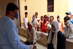 Làng siêu lây nhiễm, dân được xét nghiệm sốt rét và thương hàn thay vì COVID-19
