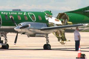 Máy bay bị đâm gần đứt đôi, phi công không hề hấn gì