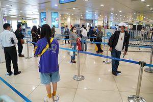 Dịch COVID-19 bùng phát, khách giảm, sân bay Nội Bài đóng sảnh E