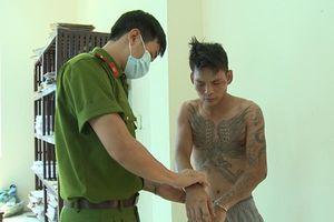 Khởi tố bị can trong vụ 'ngáo đá' vác dao truy sát người thân