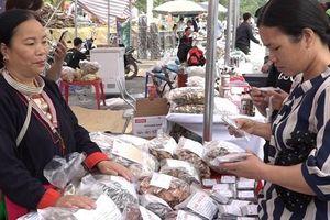 Chợ phiên Mường - Dao Ba Vì: Chứa đựng nhiều nét văn hóa dân tộc