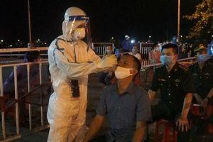 Trắng đêm xét nghiệm COVID-19 cho ngư dân