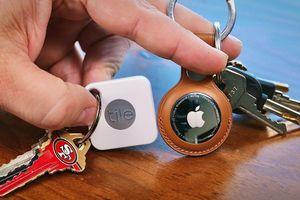 AirTag của Apple đối đầu với Tile