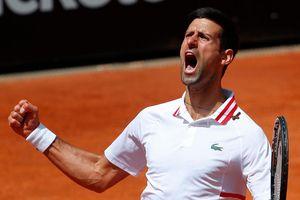 Djokovic vượt ải Tsitsipas