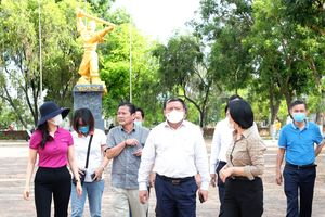Bộ trưởng Nguyễn Văn Hùng thị sát một số di tích lịch sử ở Gia Lai