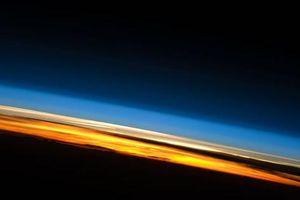 Thứ đáng sợ đang bào mỏng khí quyển Trái Đất, 'tấn công' các vệ tinh