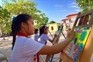 Học sinh Nghệ An háo hức vẽ tranh 'Dinh dưỡng lành mạnh quanh em'