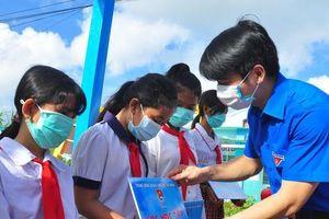 Trung ương Đoàn trao tặng an sinh xã hội gần 1 tỷ đồng tại Trà Vinh