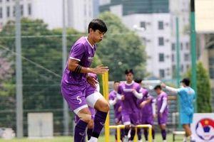 Đoàn Văn Hậu tập trở lại, ông Park Hang Seo mang 28 cầu thủ sang UAE